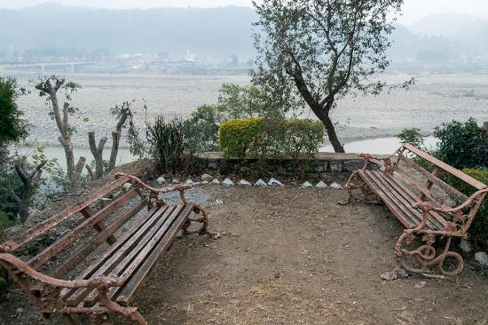 The Yamuna(HPTDC) : Riverside seating; not much water in Jan 2016