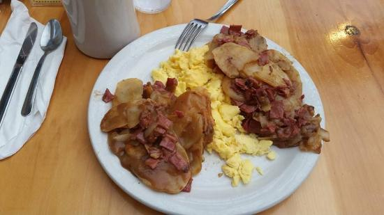 Fireside Restaurant & Pancake Inn: Corned Beef Hash and Eggs. Nice morning fill.