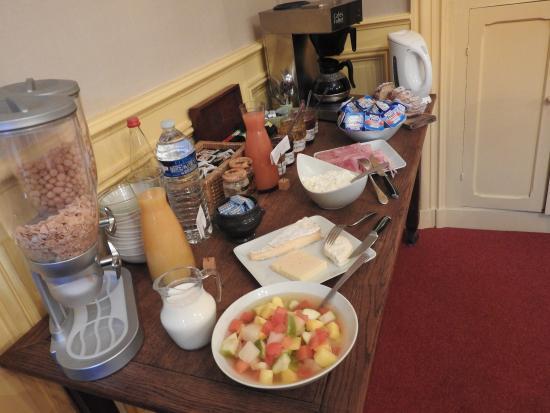 La Poularde: buffet des petits dejeuner