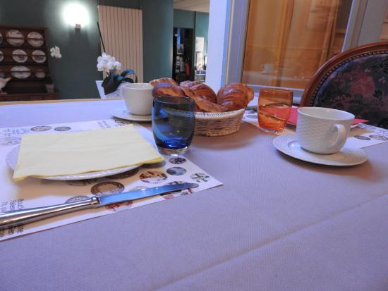 La Poularde: salle de petits dejeuner