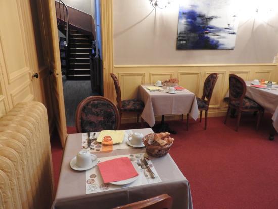 La Poularde: salle de petit dejeuner