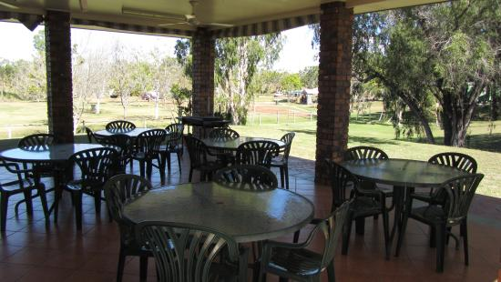 Charters Towers, Australia: under cover patio area with free bbq facilities