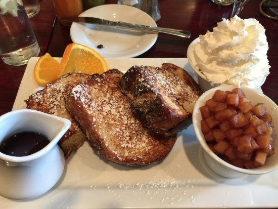 Jacksonville, Oregón: Brioche French Toast with real whipped cream