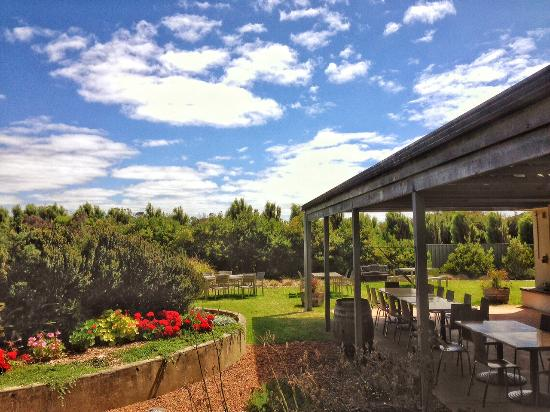 Albany, Australien: Our peaceful garden - the perfect place for a whisky.