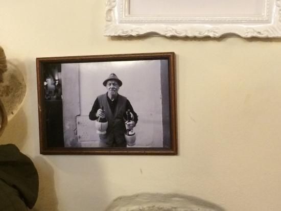 Vini e Vecchi Sapori: Photo du fondateur de l'Osteria.