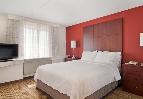 Edina, MN: Two-Bedroom Suite Queen Bedroom