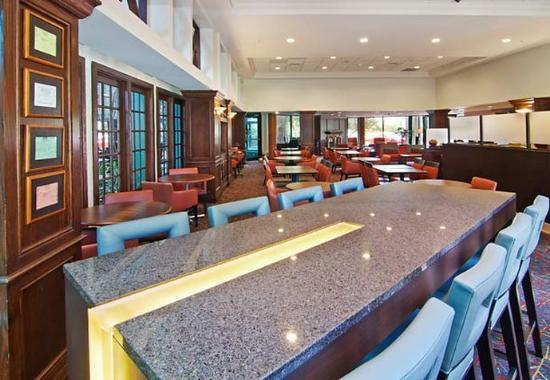 Edina, MN: Communal Table
