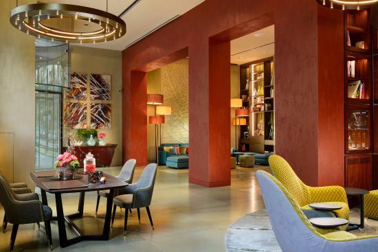 Enterprise Hotel: Lobby