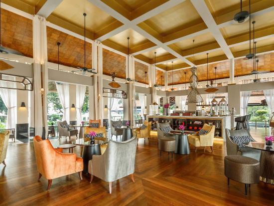 Villa du jardin living room picture of sofitel singapore for Villa du jardin singapore