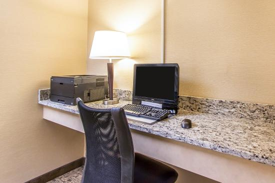 MainStay Suites Brentwood: Business center