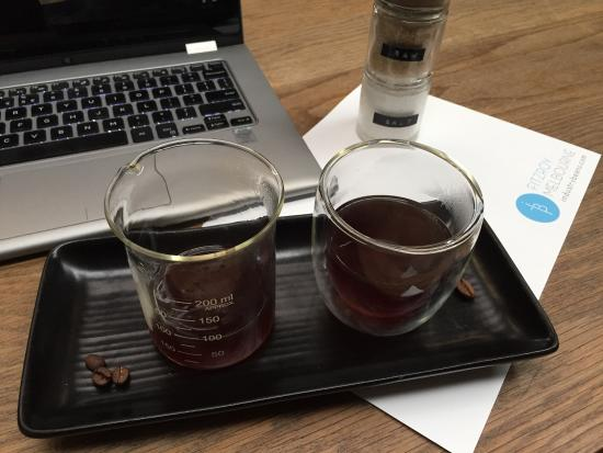 Fitzroy, أستراليا: Filter coffee. Notes of passion fruit and kiwi.