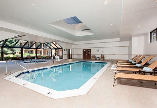 Glenview, IL: Indoor Pool & Spa