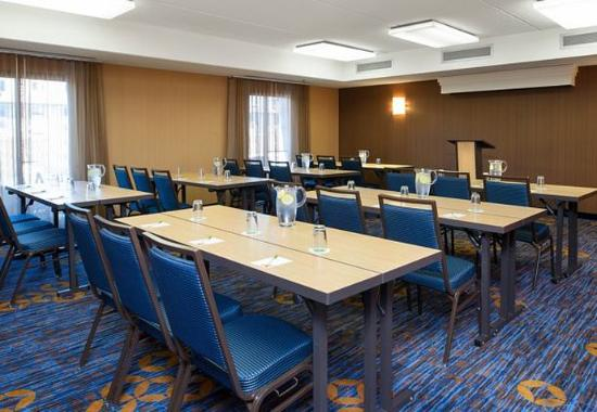 Glenview, IL: Conference Room – Classroom Setup