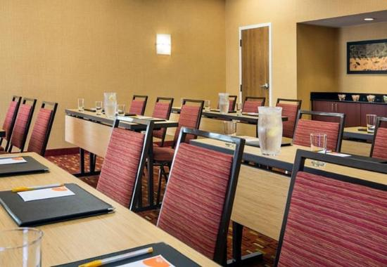 Fountain Valley, CA: Meeting Room – Classroom Setup