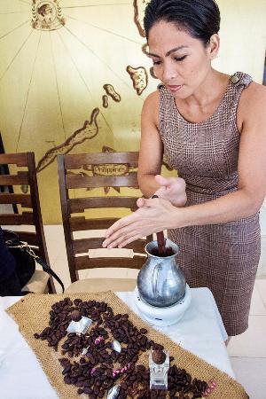 The Chocolate Chamber: The Chocolate Queen Raquel Choa preparing hot cocoa