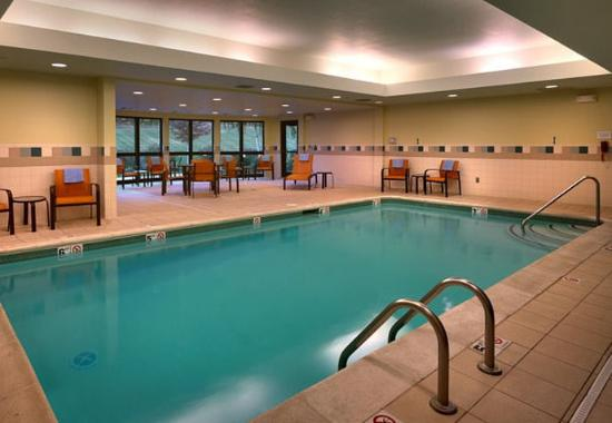 Shawnee, KS: Indoor Pool