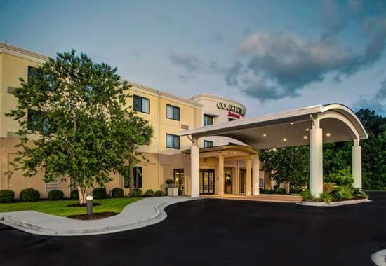 Photo of Courtyard by Marriott Brunswick
