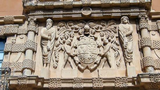 Ayuntamiento de Almansa: Close Up of Entrance Relief