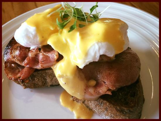 Te Horo, Nowa Zelandia: Eggs Bene with Bacon