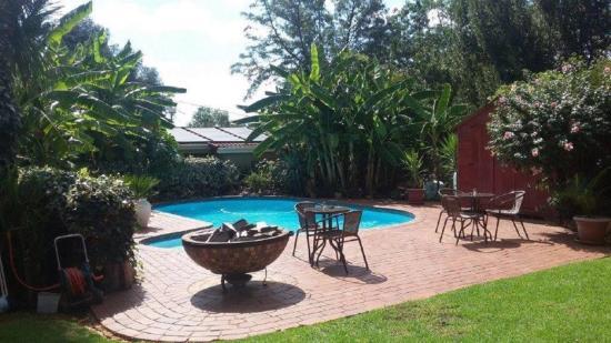 Margaret's Place: Pool Braai