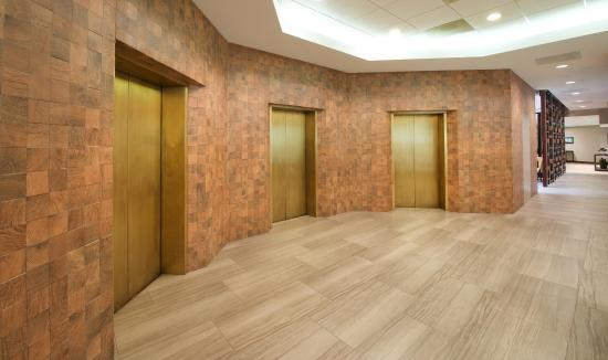 Tigard, Oregón: Hotel Elevators