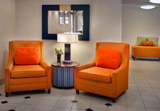 Wallingford, Κονέκτικατ: Lobby Seating Area