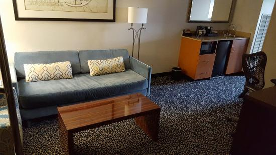 Embassy Suites by Hilton Louisville: Gem outside the city