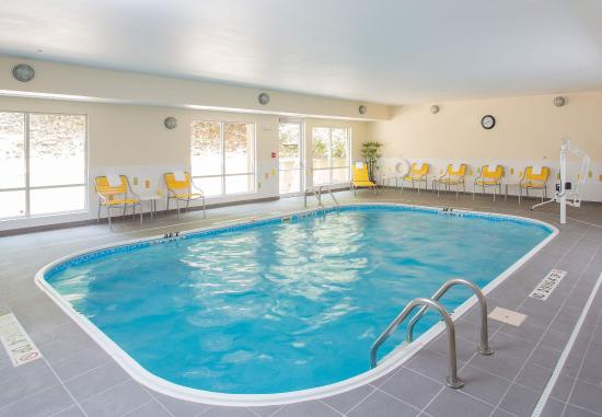 Quincy, IL: Indoor Pool & Spa
