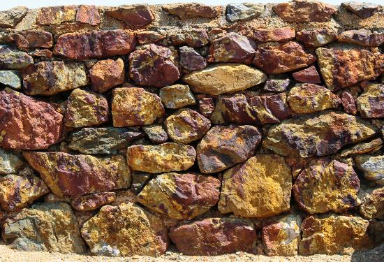 Amlwch, UK: a wall full of coloured minerals