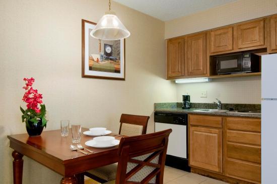 Midvale, UT: Suite Kitchen