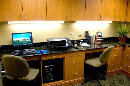 Hampton Inn & Suites Murfreesboro: Business Center