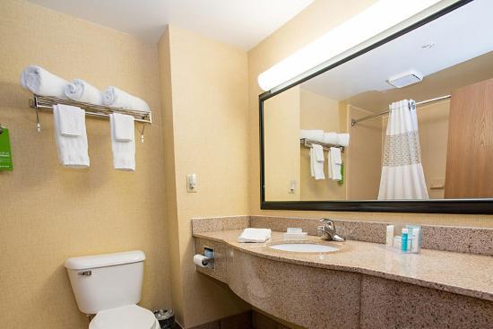 Springboro, OH: Standard Bathroom