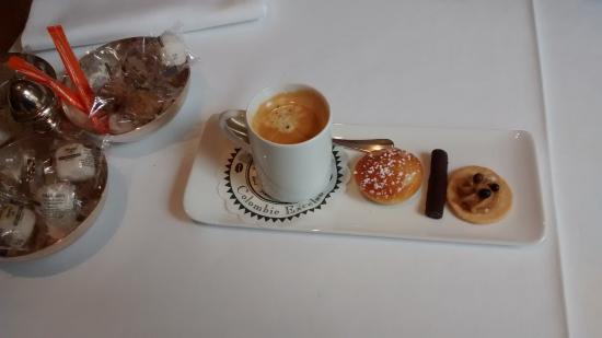 Auberge Bienvenue : Café avec miniardises