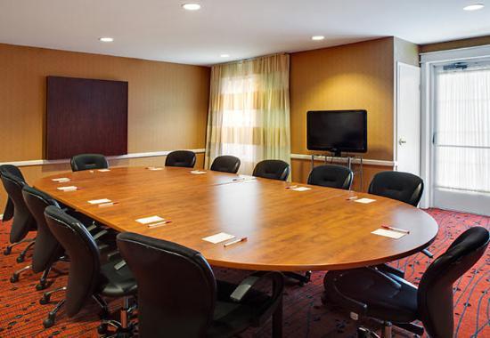 Whitby, Kanada: Victoria Boardroom
