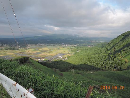 ミルクロードから阿蘇市~南阿蘇村の眺望 - Picture of Aso Milk Road ...
