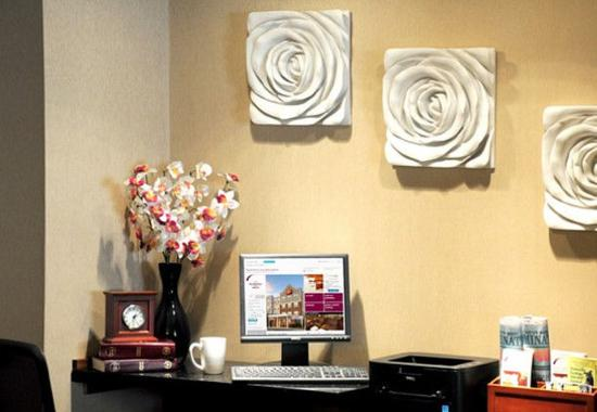 Holtsville, NY: Business Center