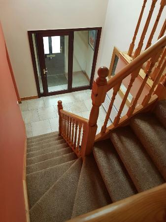 Ashwood Apartments: 20160522_172345_large.jpg