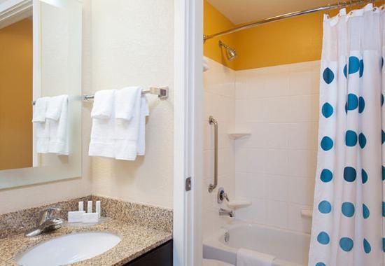 Johnston, IA: Studio & Two-Bedroom Suite Bathroom
