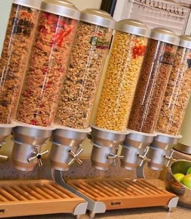 Brookfield, WI: Breakfast Bar