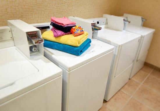 Hesperia, CA: Guest Laundry Facility