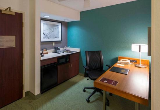 Bolingbrook, إلينوي: Studio Suite Desk & Kitchenette