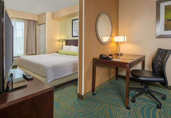 Prince Frederick, MD: King Suite