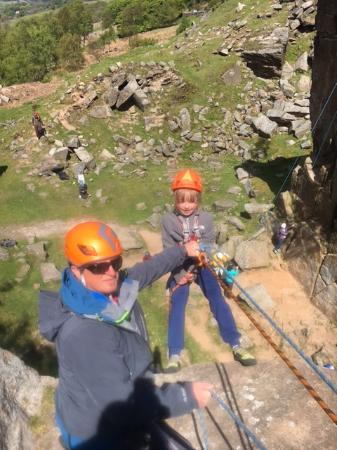 Peak Mountaineering Day Tours: Abseiling in the Peak District