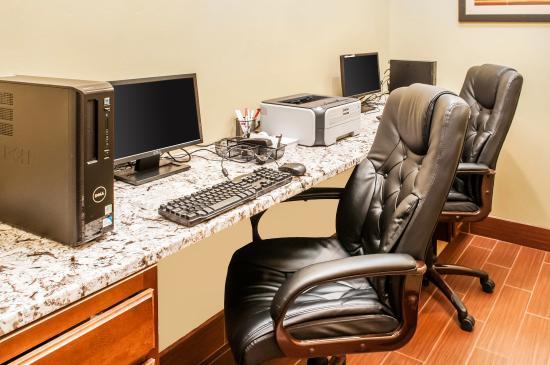 Comfort Suites: Business Center