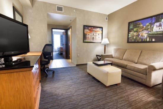 Drury Inn & Suites San Antonio North Stone Oak: Two-room Suite Guestroom