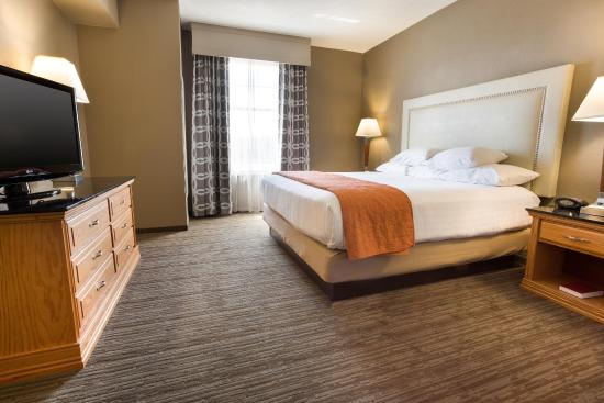 Drury Inn & Suites San Antonio North: Two-room Suite Guestroom
