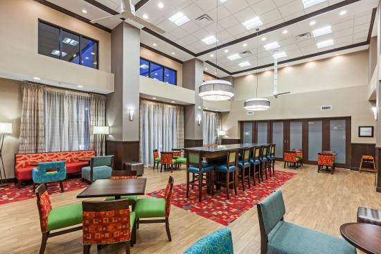 Claremore, OK: Hotel Lobby