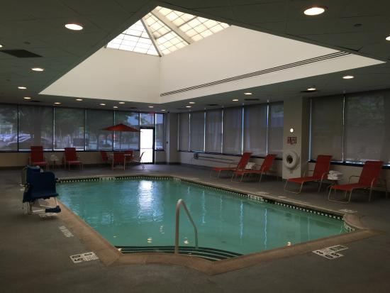 Sheraton Lincoln Harbor Hotel: very nice clean in door pool