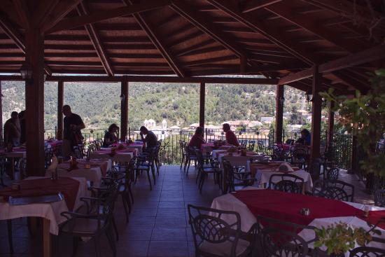 Педулас, Кипр: The restaurant outside