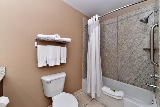 Medford, Oregón: Guest Bathroom